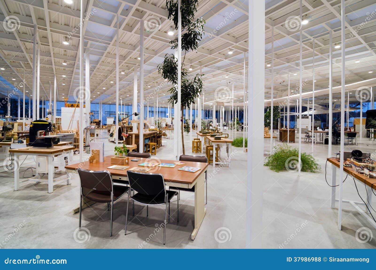Interior of modern workshop in kanagawa institute of for Interior design workshop
