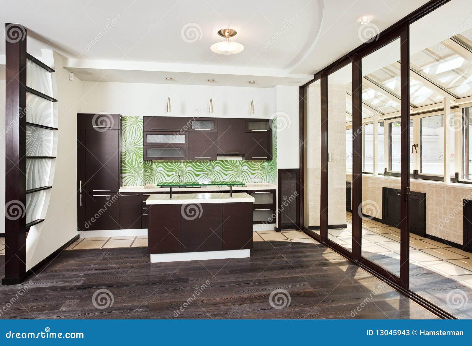 Interior moderno da cozinha (estúdio) com balcão e o assoalho de  #81A229 1300 968