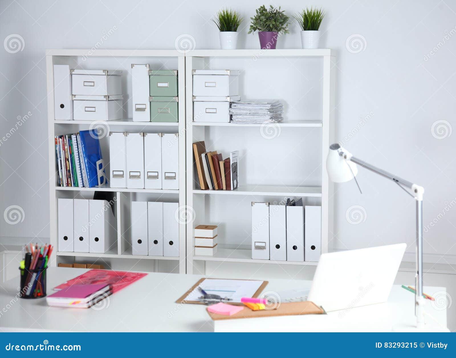 Repisas Para Libros Modernas.Interior Moderno De La Oficina Con Las Tablas Las Sillas Y