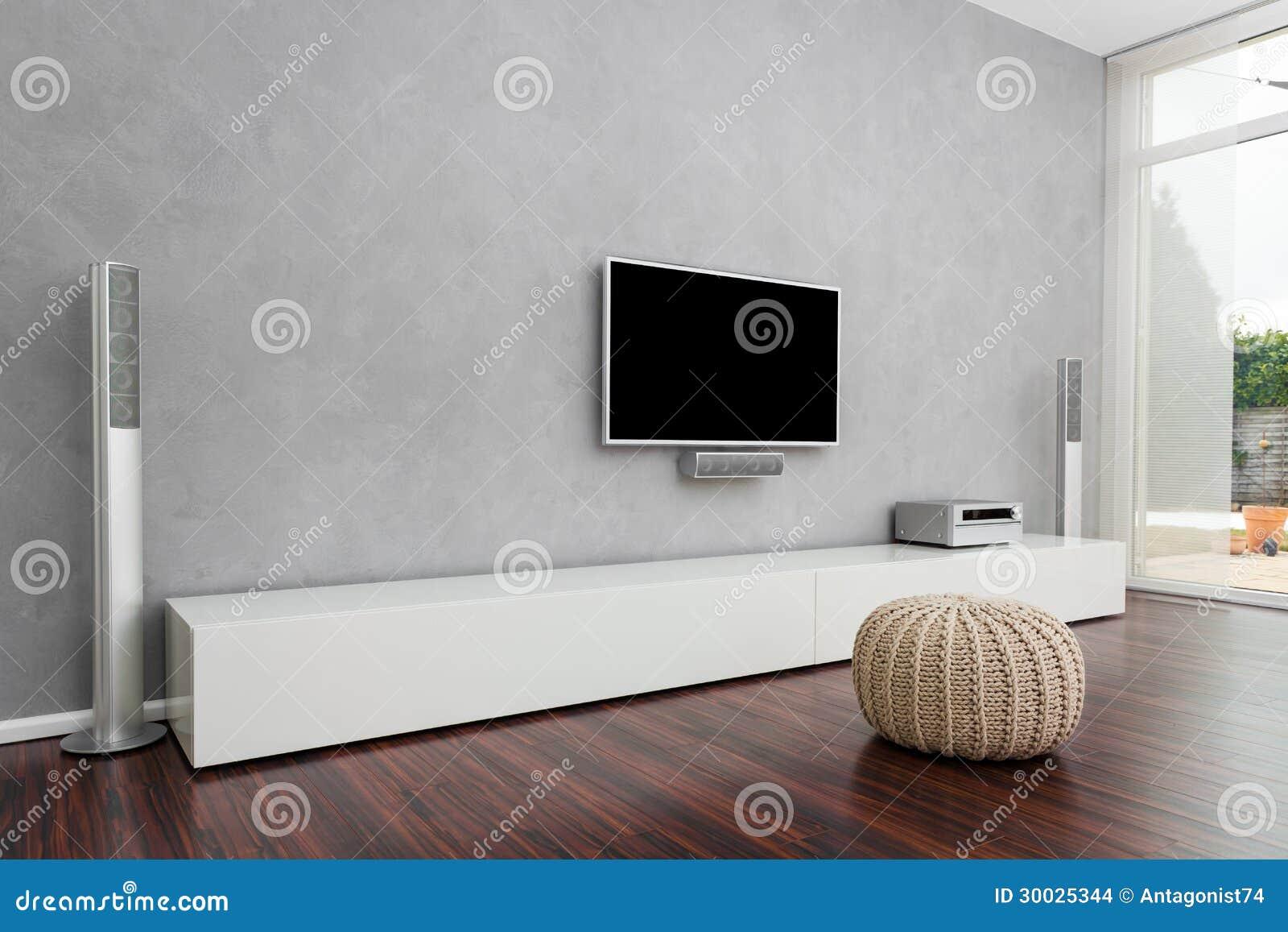 Sala de estar moderna con la tv imagenes de archivo for Sala de estar con tv