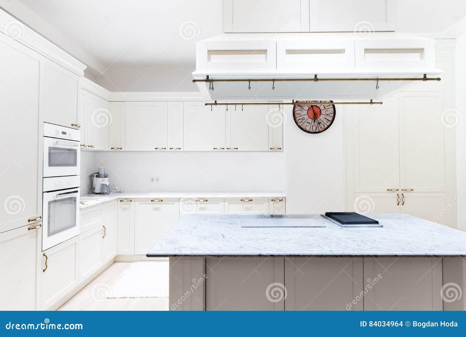 Interior Moderno Lujoso De La Cocina Gabinetes Blancos De Muebles