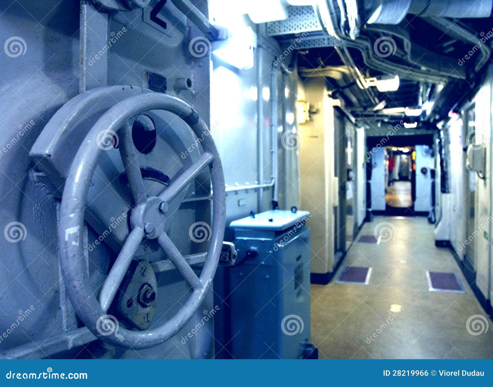 Interior submarino imagen de archivo libre de regal as for Interior submarino