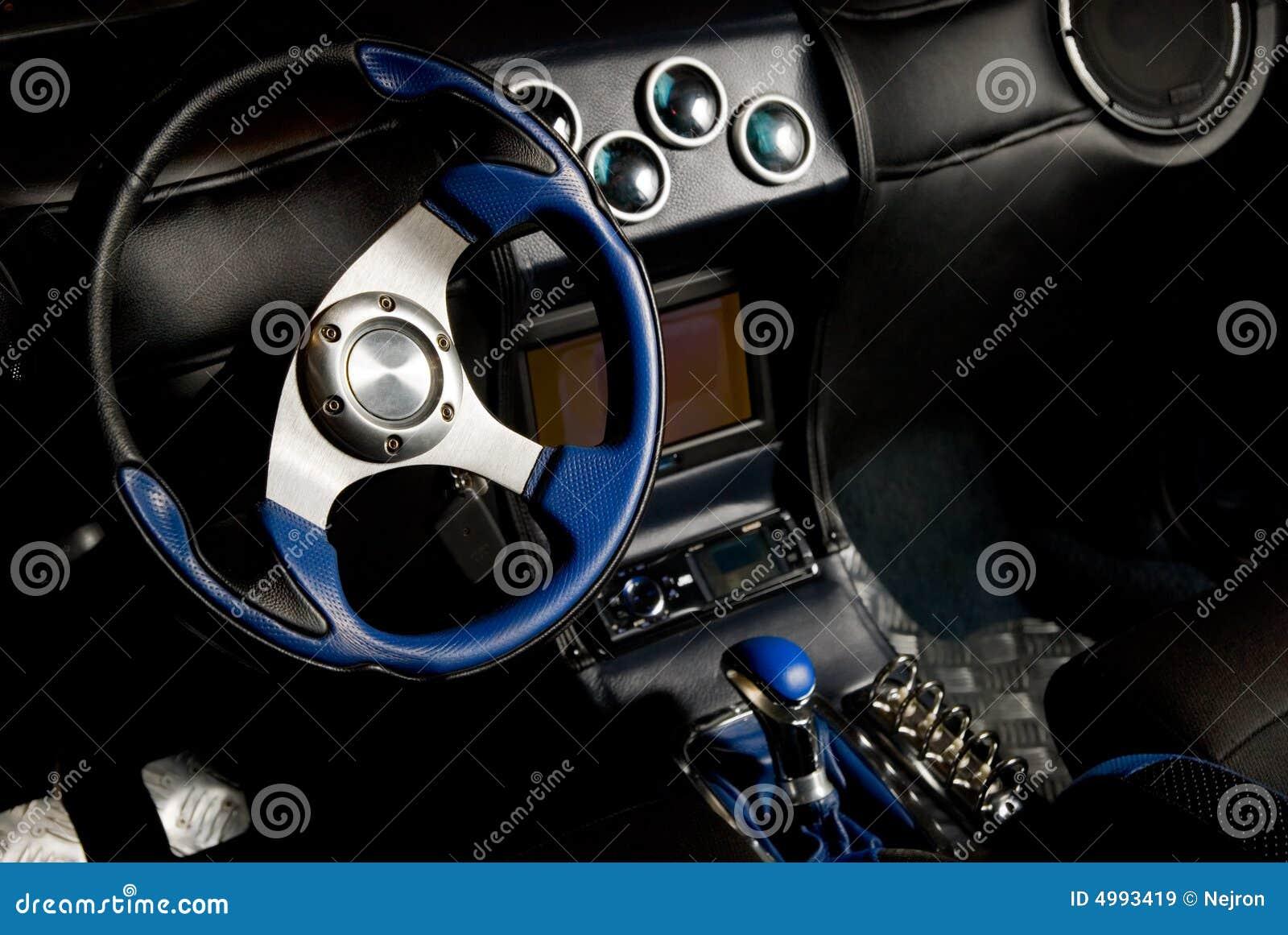 Interior templado del coche deportivo