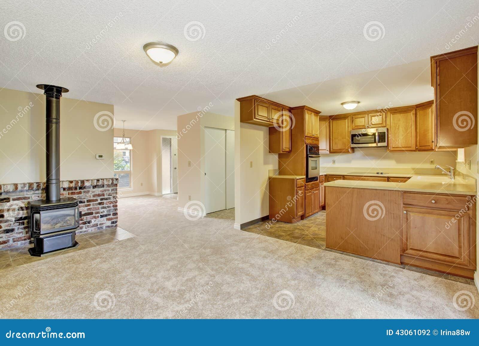 Interior vac o de la casa sala de estar con rea de la for Sala de estar estancia cocina abierta