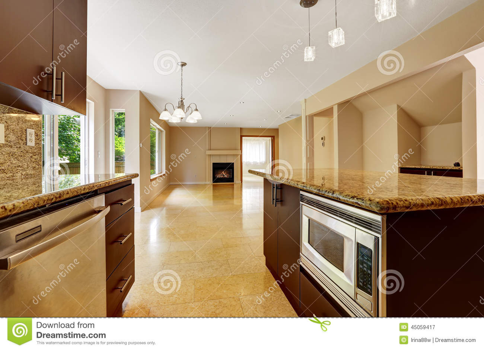 Interior vac o de la casa con rea de la cocina suelo de - Baldosas suelo cocina ...