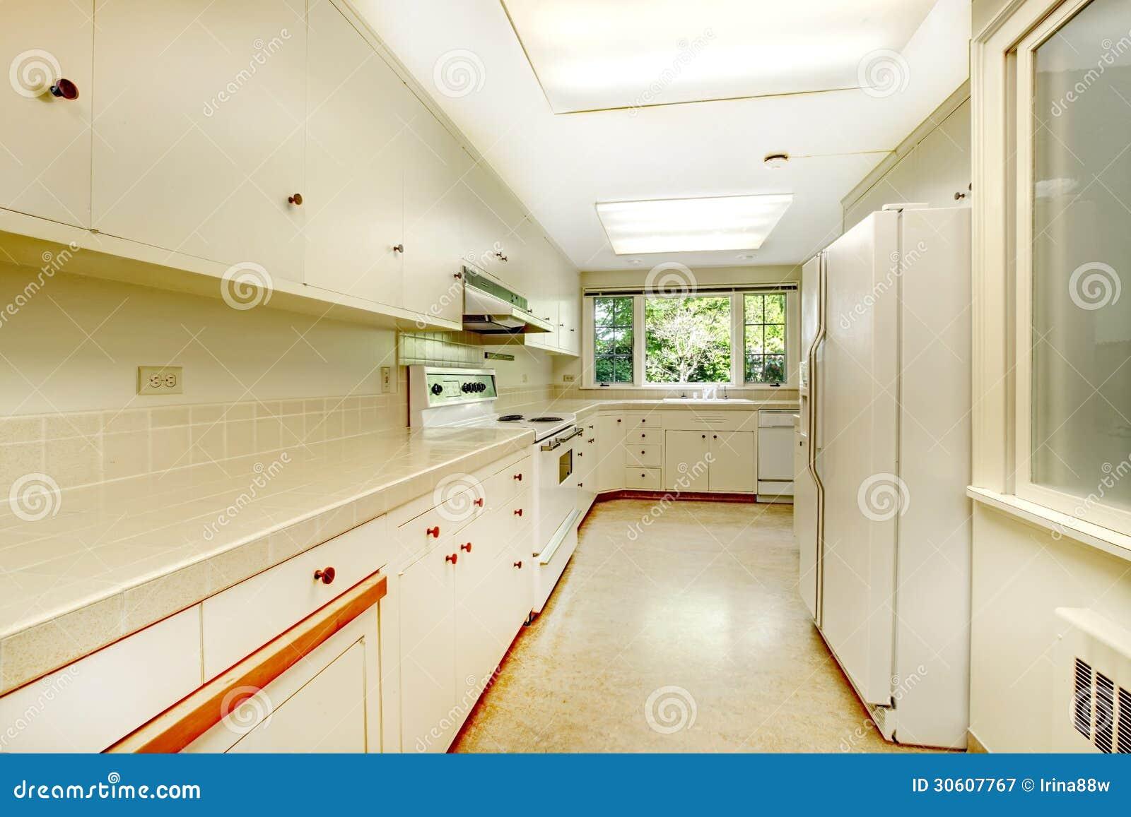 Interior Velho Simples Branco Da Cozinha Na Casa Hist Rica