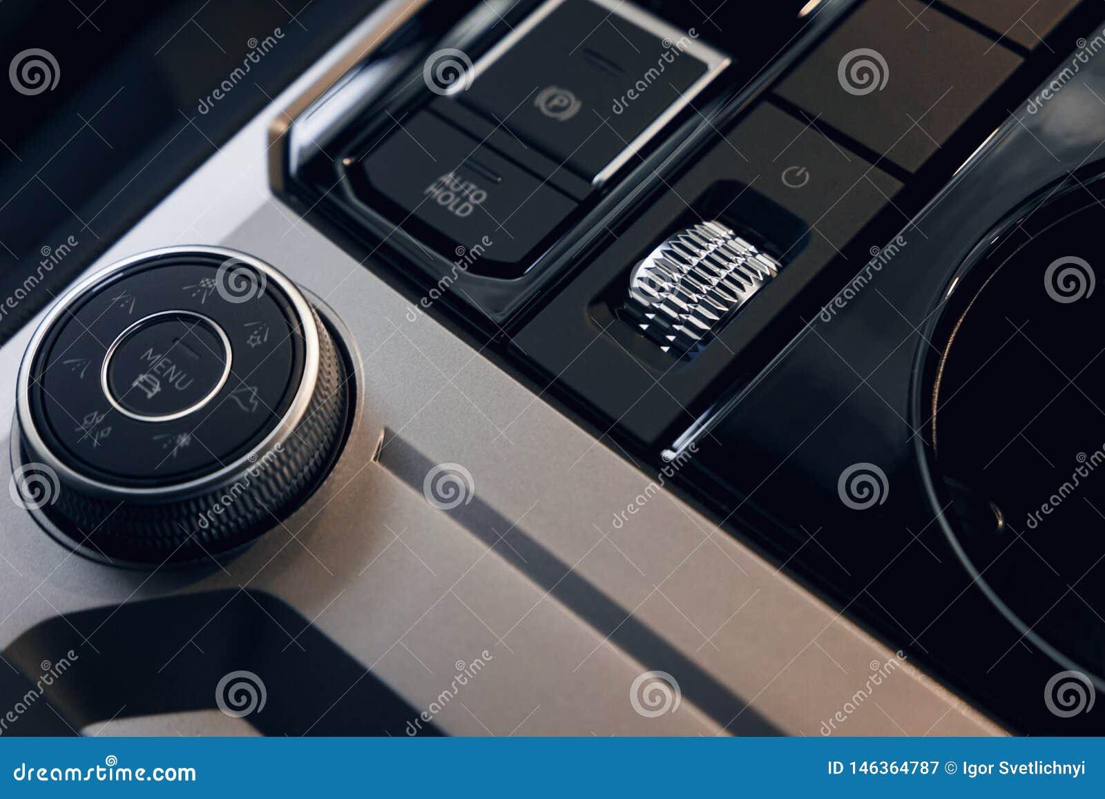Interiore dell automobile Cruscotto illuminato automobile moderna