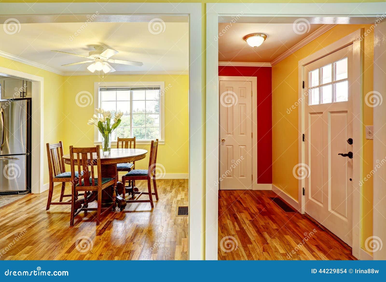 Interiore della camera corridoio e sala da pranzo dell for Decorazione entrata casa