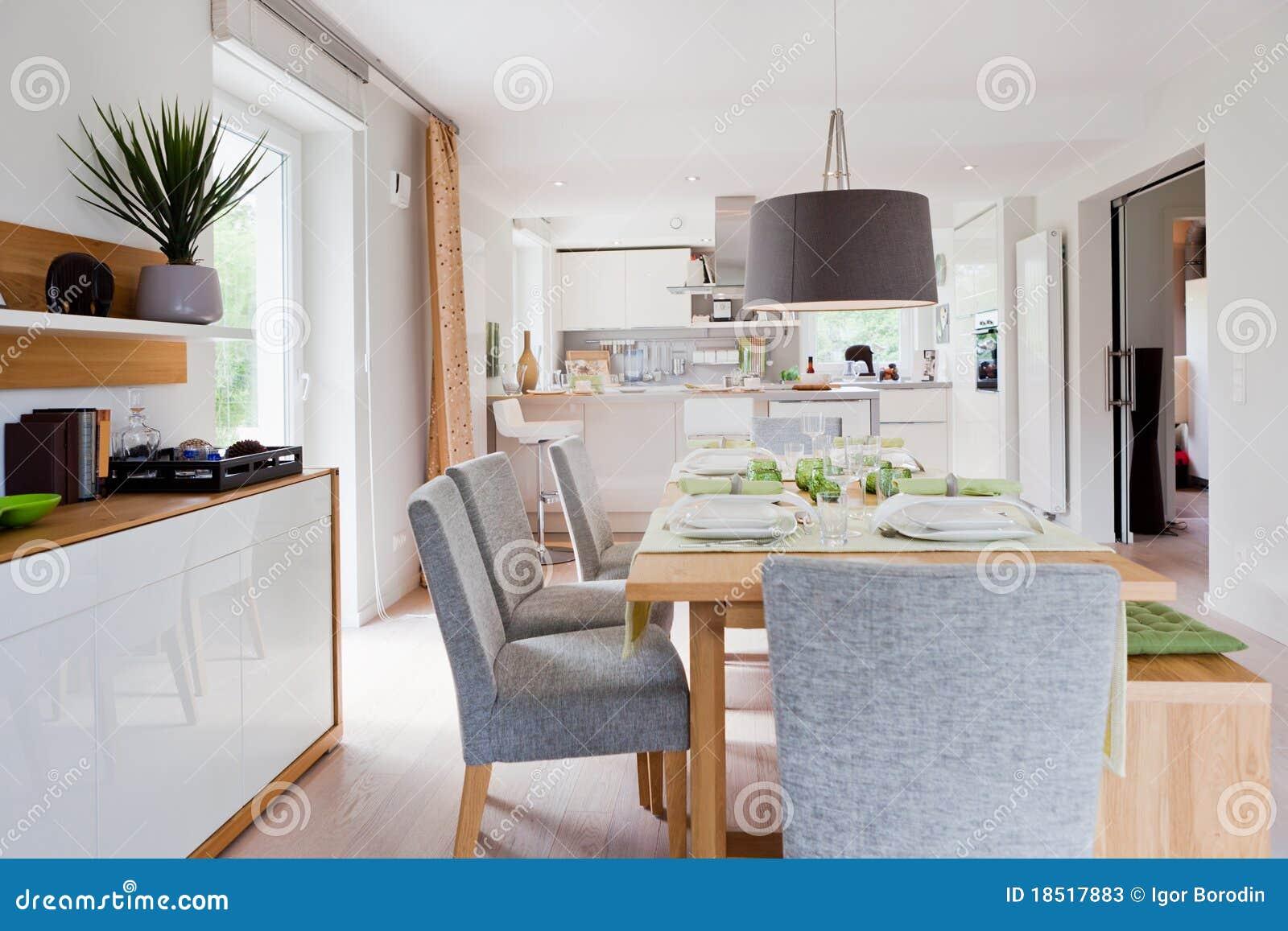 Interiore Della Cucina Moderna Della Casa Immagine Stock - Immagine ...