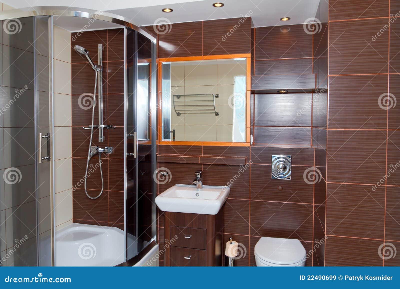 Interiore della stanza da bagno di colore marrone scuro immagine