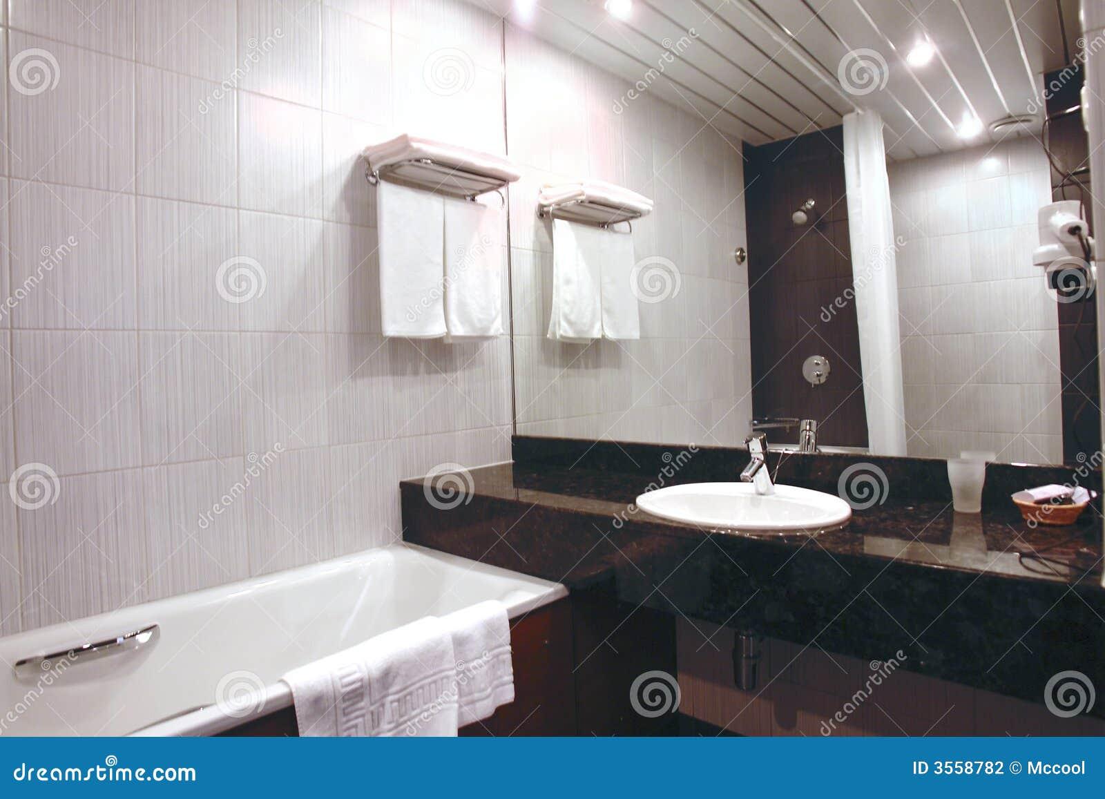 Interiore della stanza da bagno in hotel