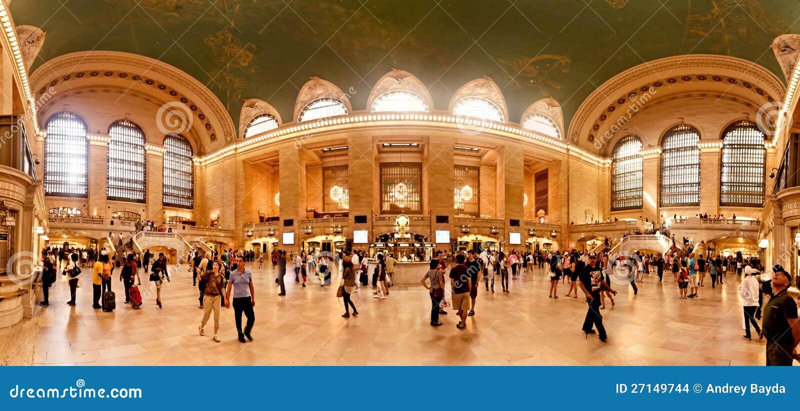 Interiore di grande stazione centrale a New York City