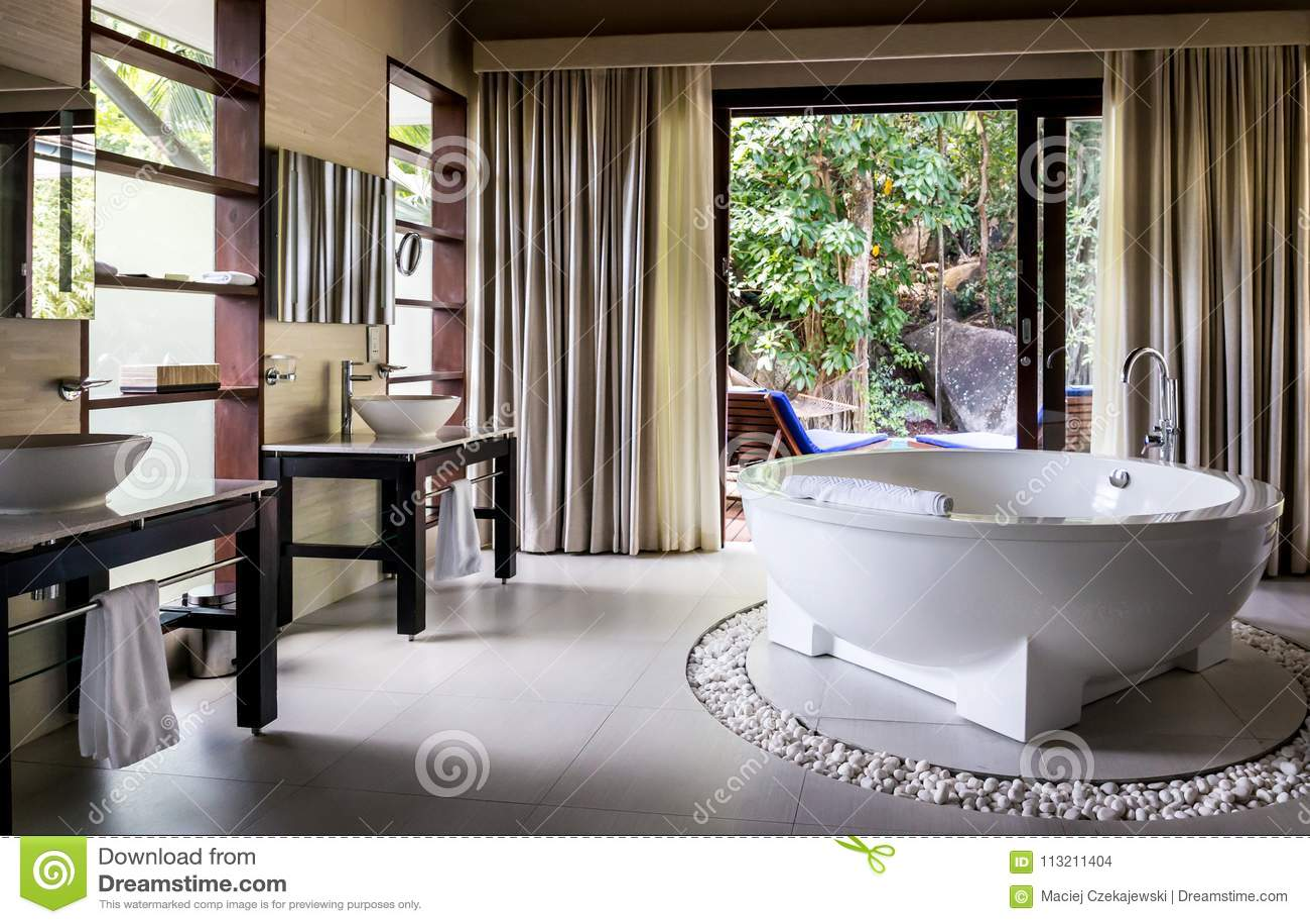 Sala Da Bagno Moderna : Interiore di una stanza da bagno moderna fotografia stock immagine
