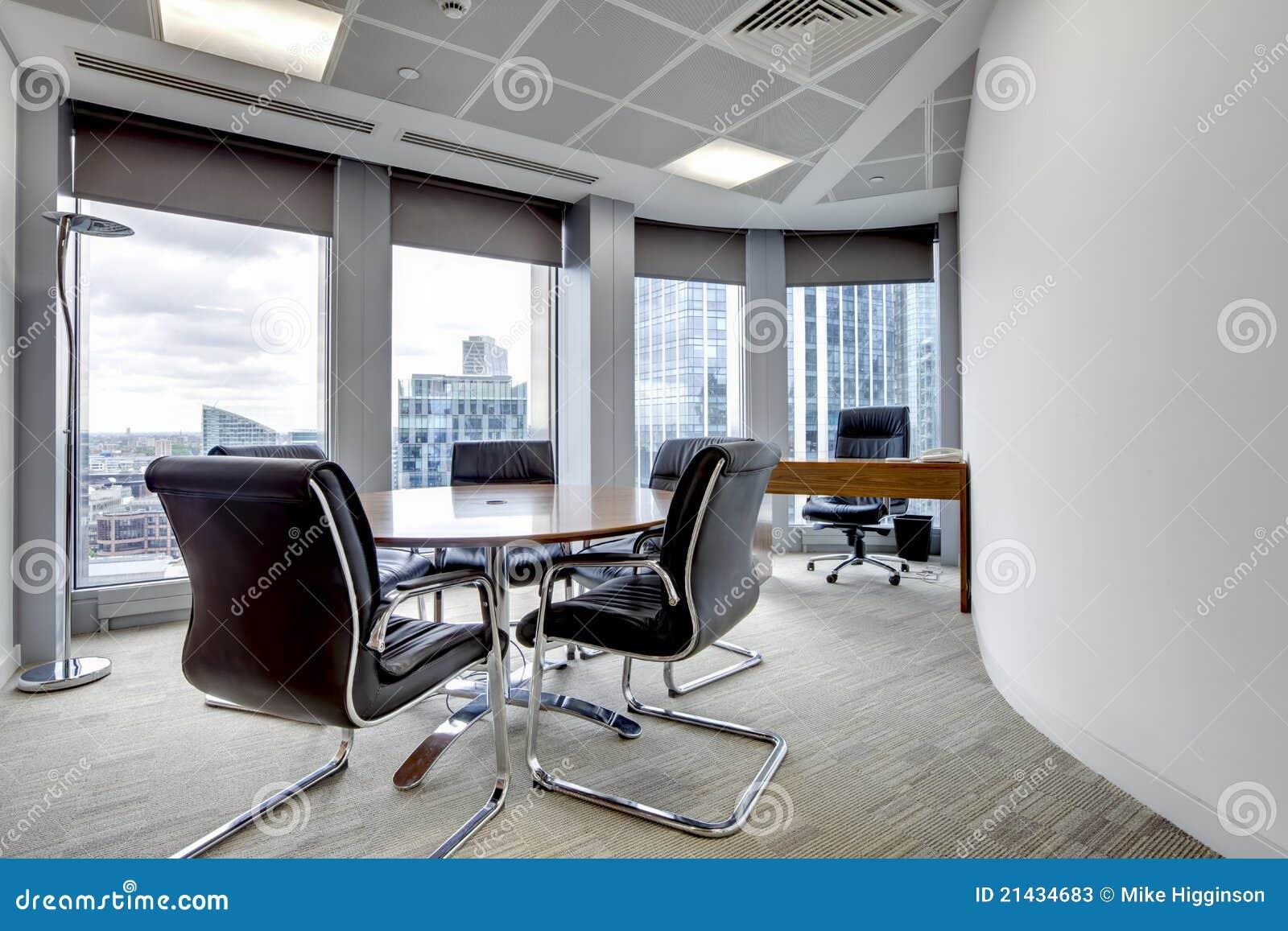 Interiore moderno della sala riunioni dell ufficio