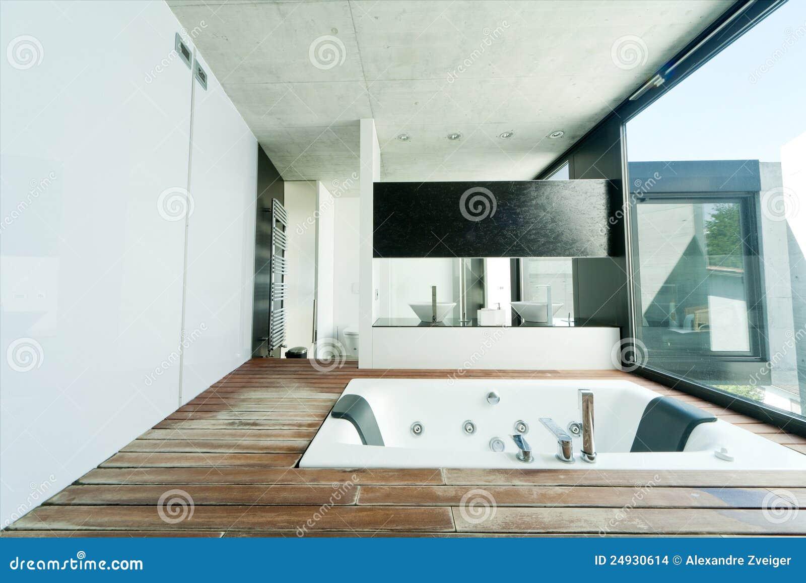 Interiore moderno della stanza da bagno fotografia stock for Grande disposizione della stanza