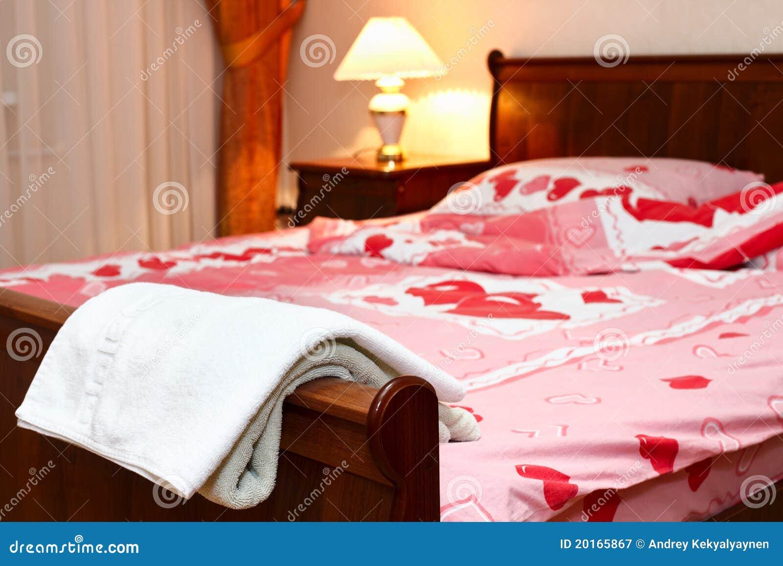Camera Da Letto Romantica Con Candele : Interiore romantico della camera da letto immagine stock immagine