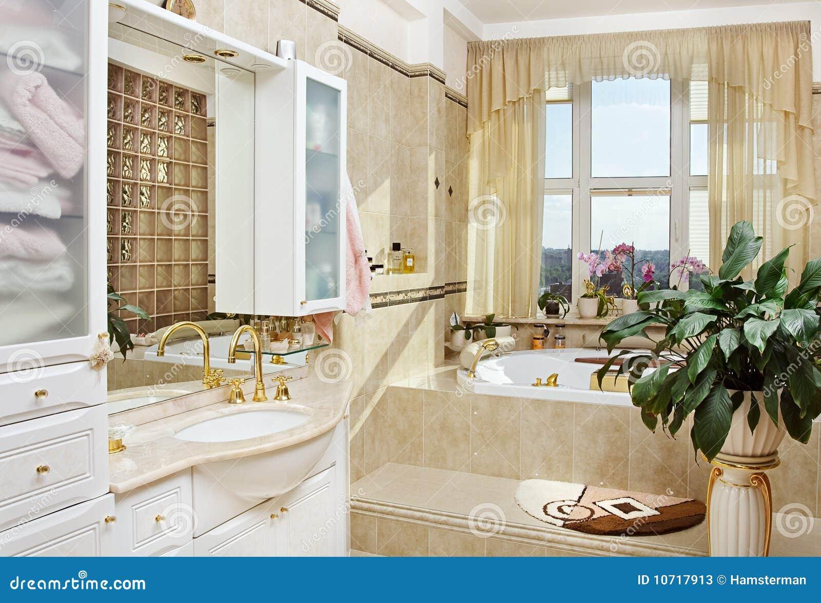 Bagno Romantico Foto : Interiore romantico della stanza da bagno dell oro immagine stock
