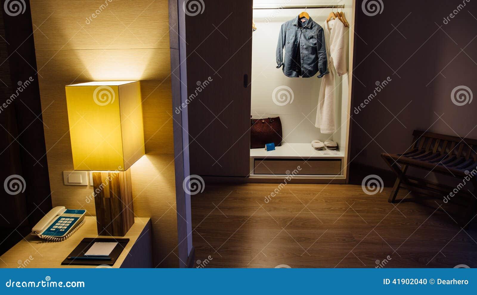 Interiores elegantes del dormitorio de la casa