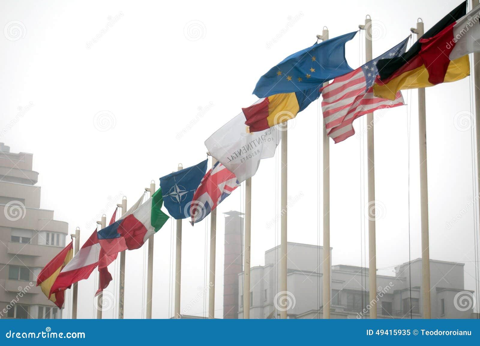 Download Interkontinental-Bukarest-Flaggen Redaktionelles Bild - Bild von wolke, hotels: 49415935
