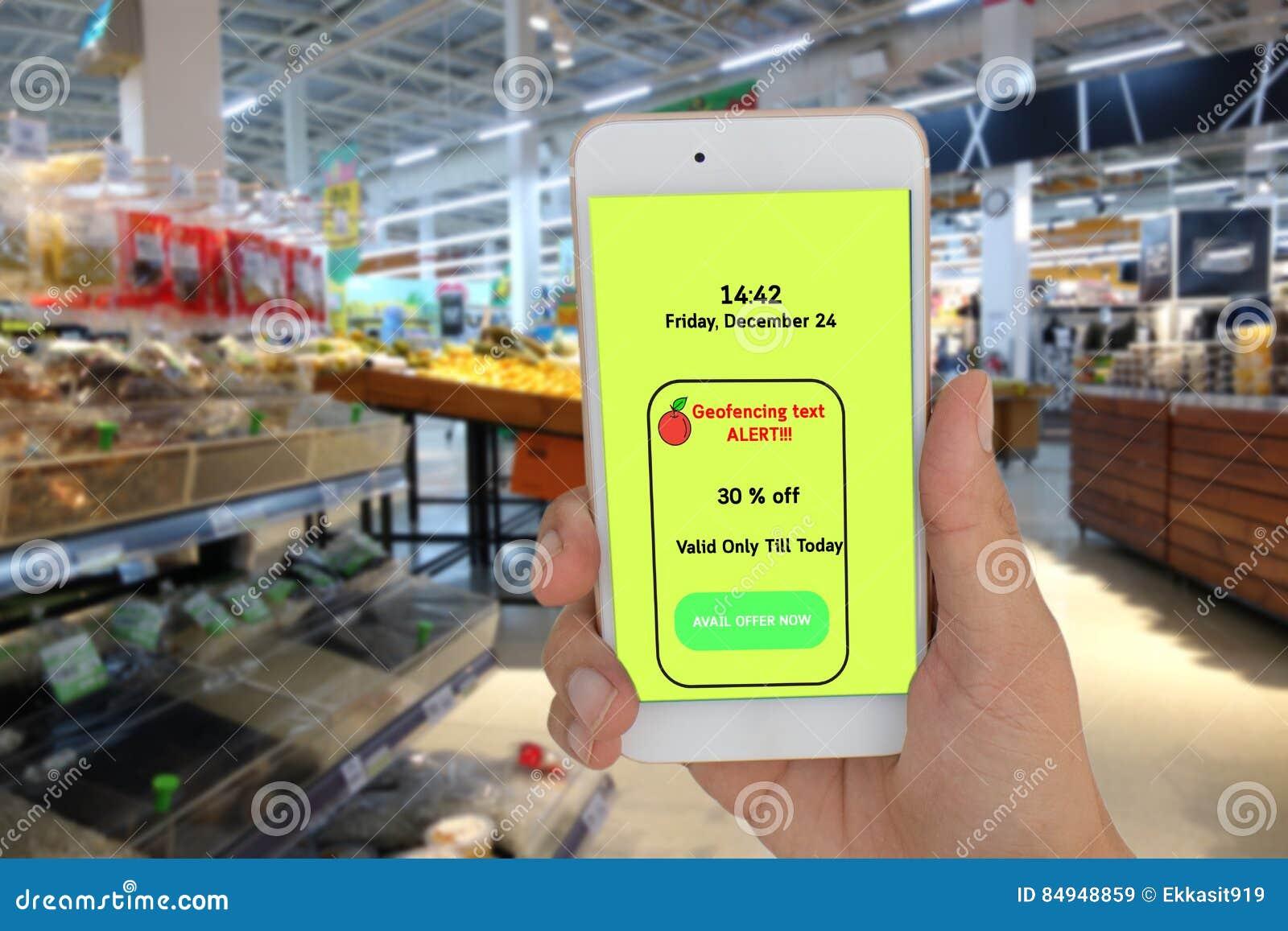 Internet das coisas que introduzem no mercado o conceito, o uso da loja que geofencing para text a mensagem ao cliente para o pre