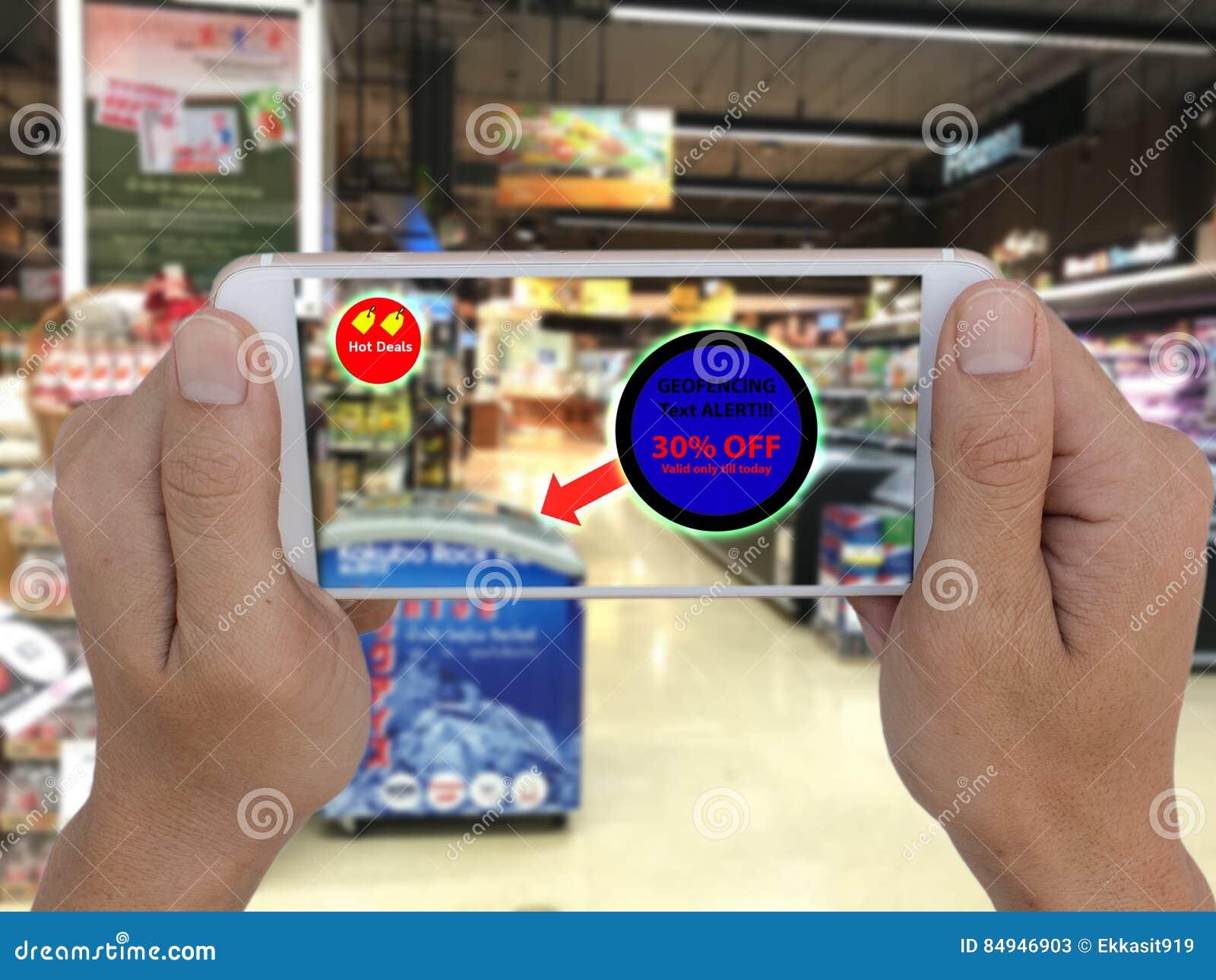 Internet de las cosas que comercializan el concpet, el uso de la tienda geofencing para mandar un SMS al mensaje al cliente para