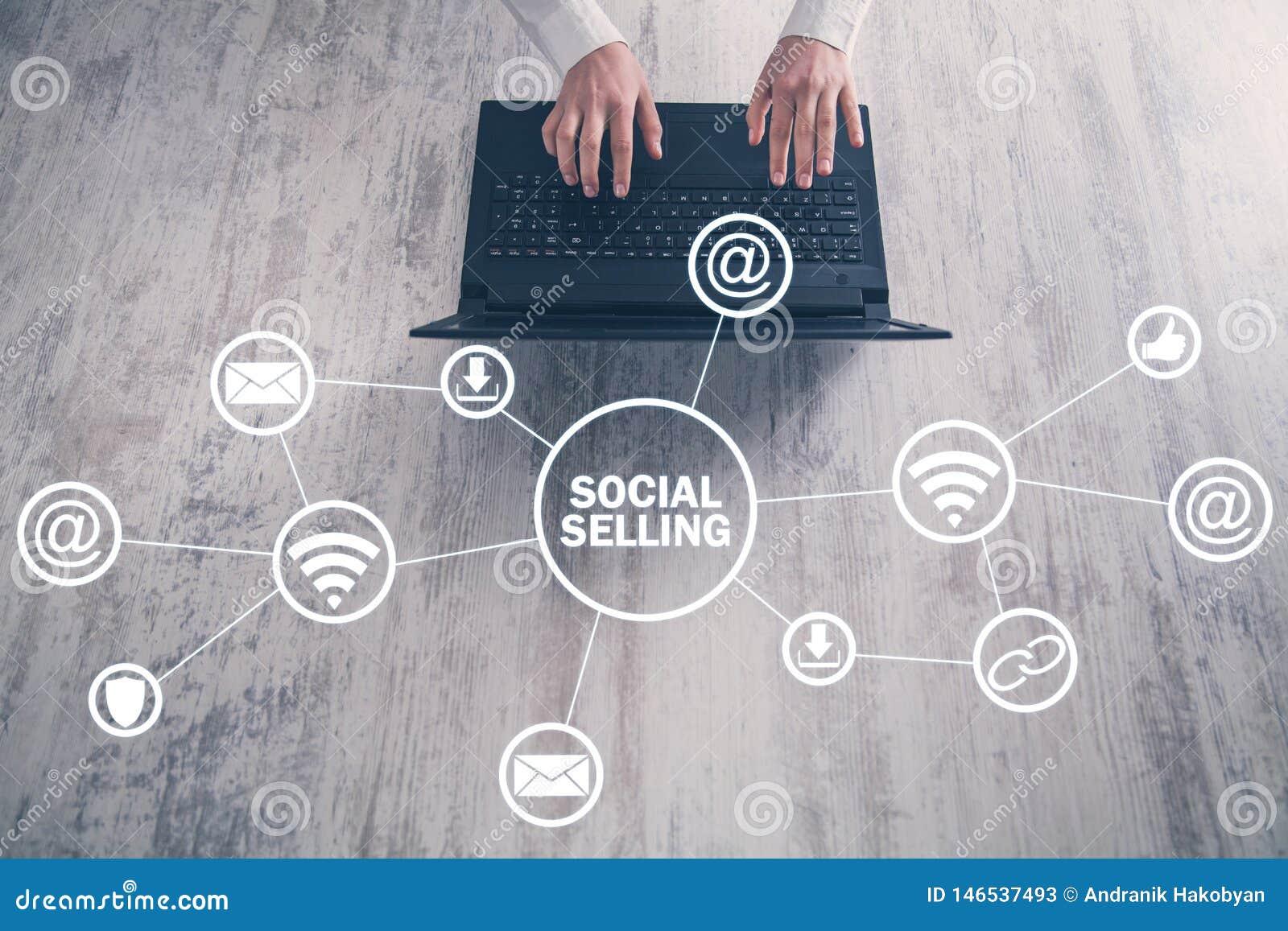 Internet, mededeling, technologie Concept het sociale verkopen