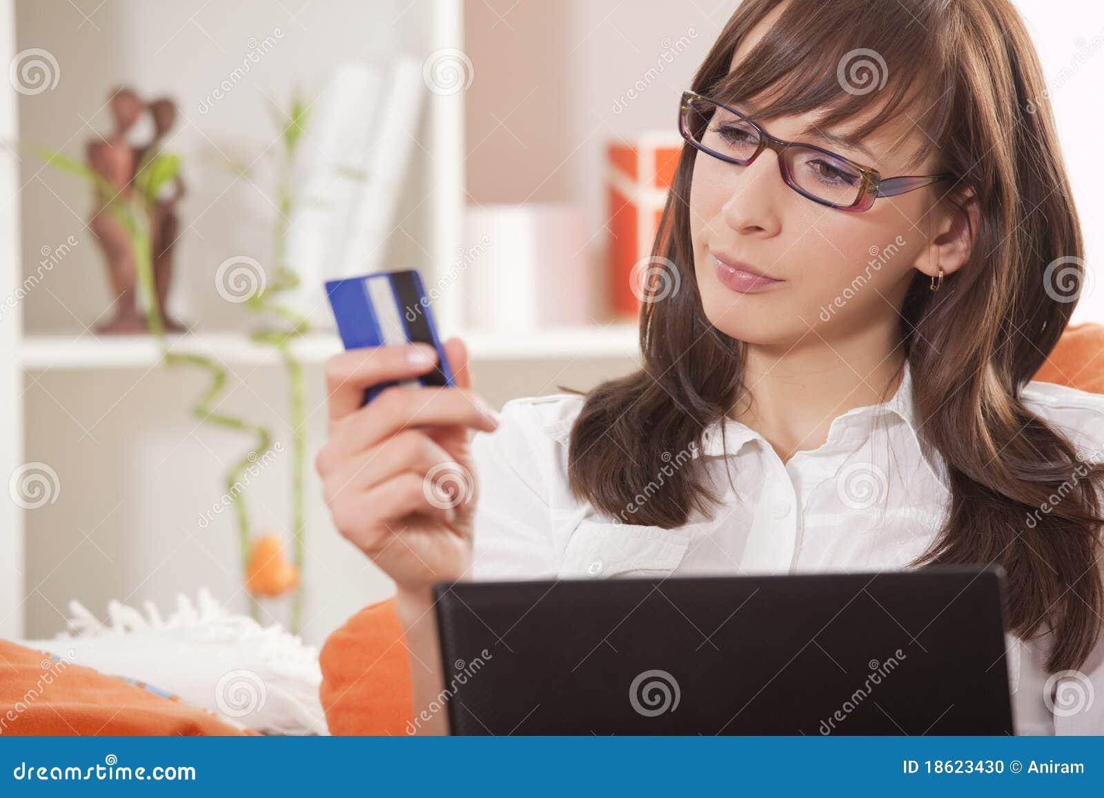 Стриптизерша обслуживает клиента 19 фотография
