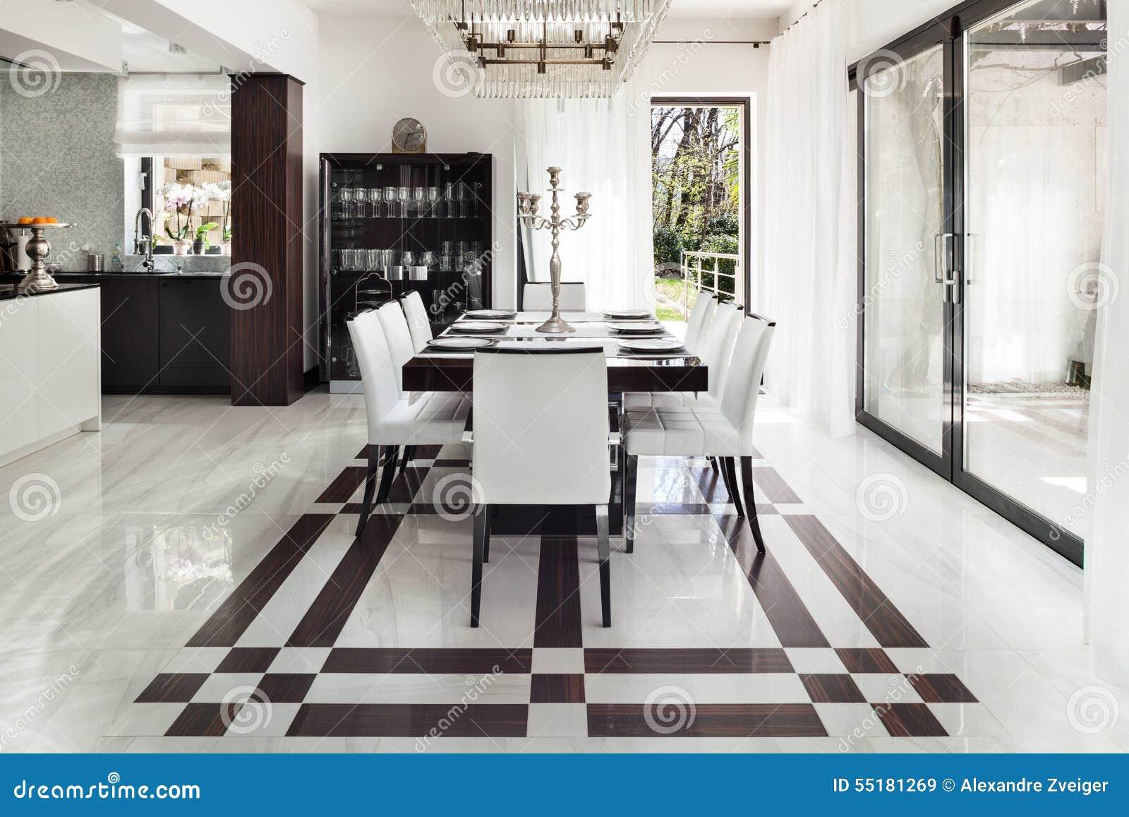 Interni, Sala Da Pranzo Di Lusso Immagine Stock - Immagine di piatto ...