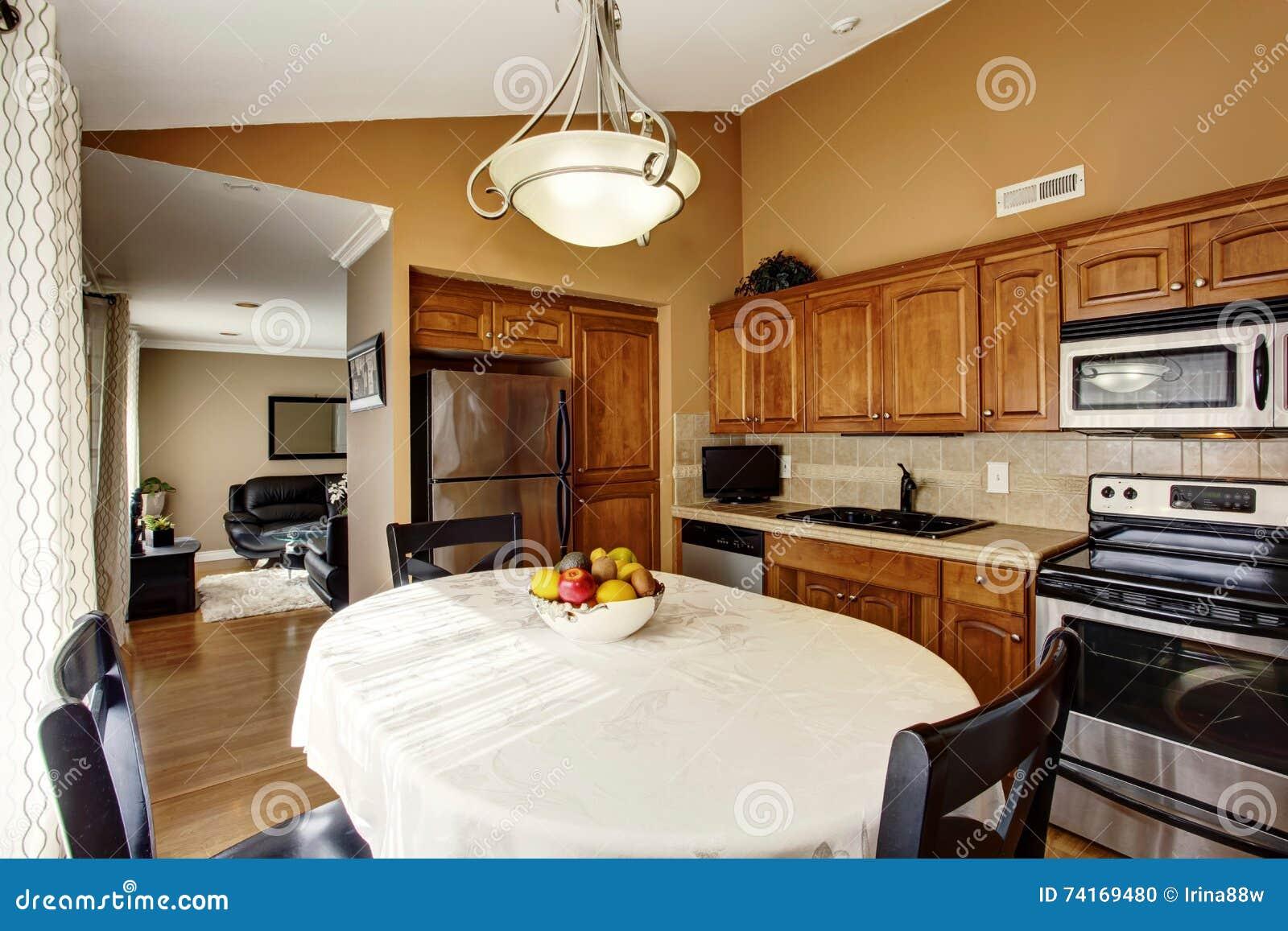 Cucina E Sala Da Pranzo Insieme. Elegant Cucine Soggiorno Tra Cucina ...
