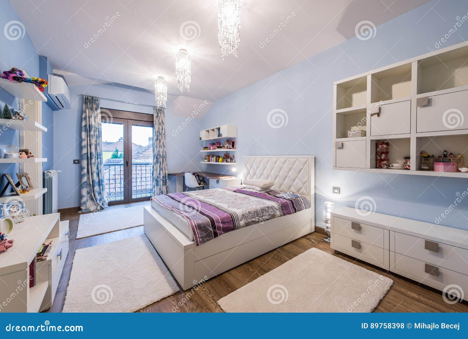 Interno adolescente moderno della camera da letto for Pavimento interno moderno