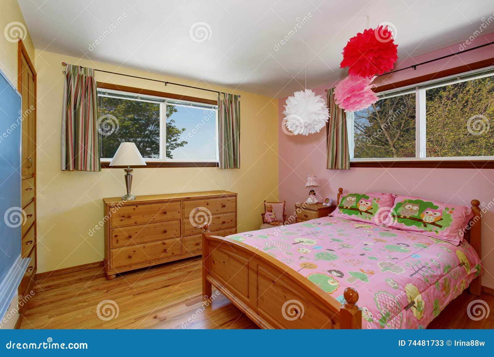 interno adorabile della camera da letto delle ragazze con il ... - Interni Ragazze Camera Design