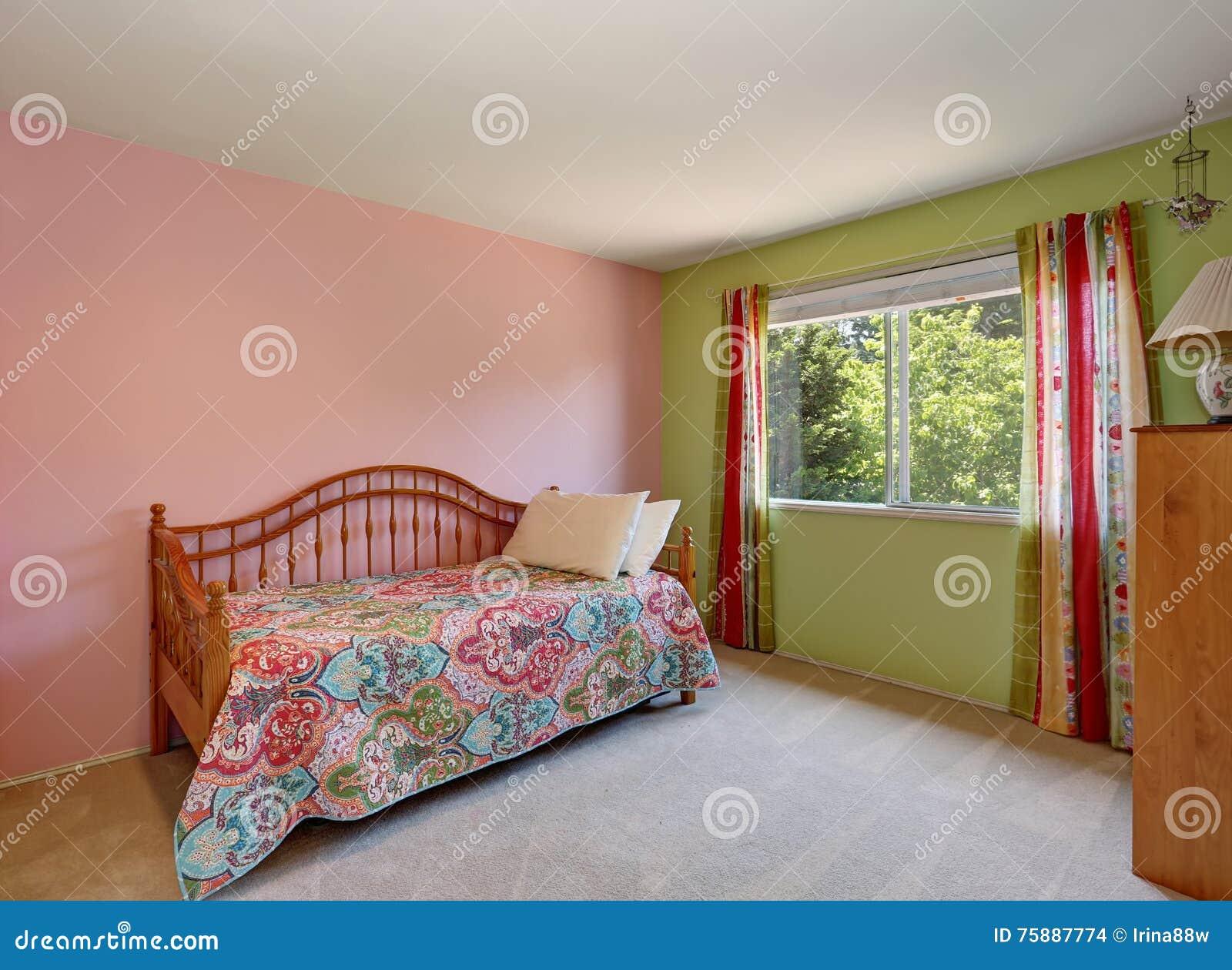 Camera Da Letto Verde E Rosa : Interno adulto rosa moderno della camera da letto parete inoltre