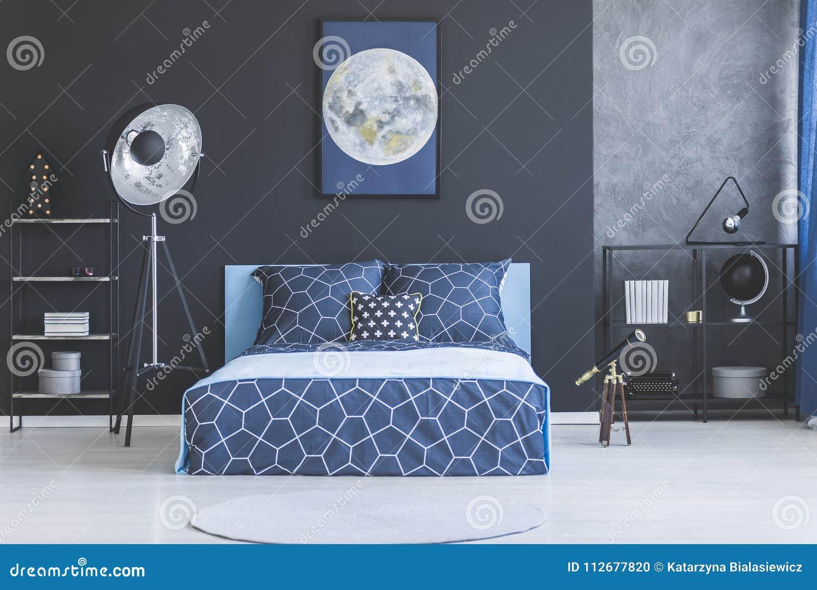 Camere Da Letto Blu : Camera da letto blu notte alla parete bei piatti in ceramica
