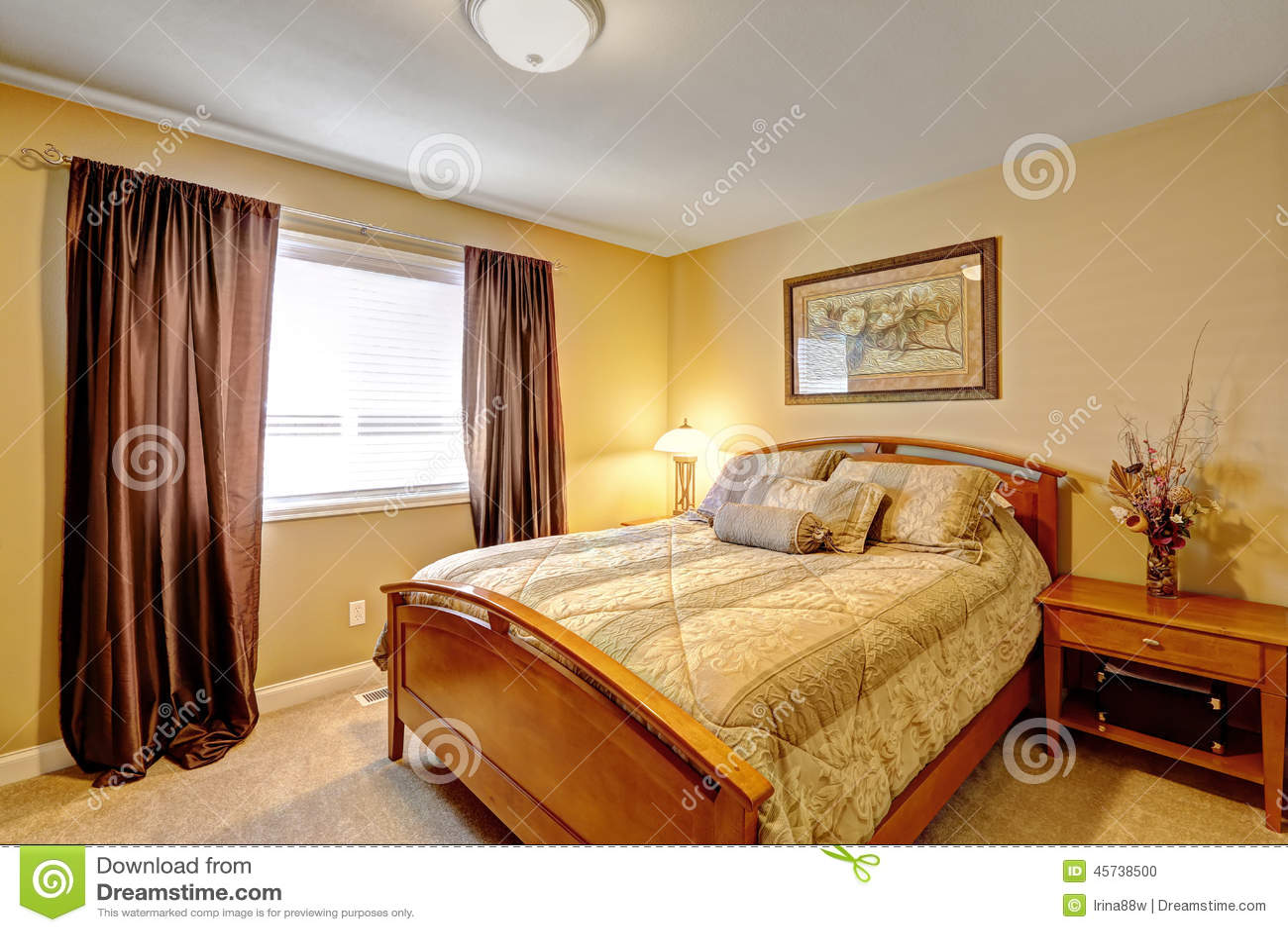 Interno caldo della camera da letto in casa di lusso for Design della camera di lusso