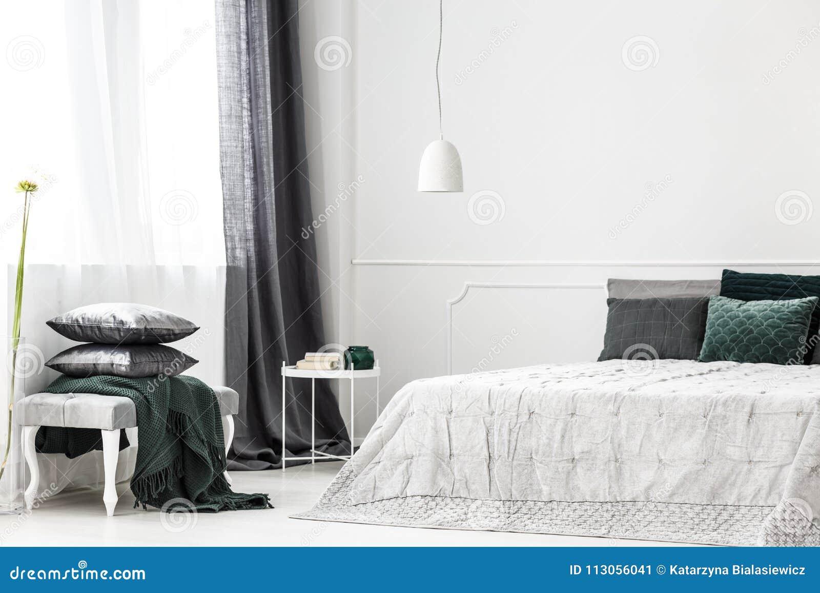 Tende Camera Da Letto Argento : Interno d argento specializzato della camera da letto immagine