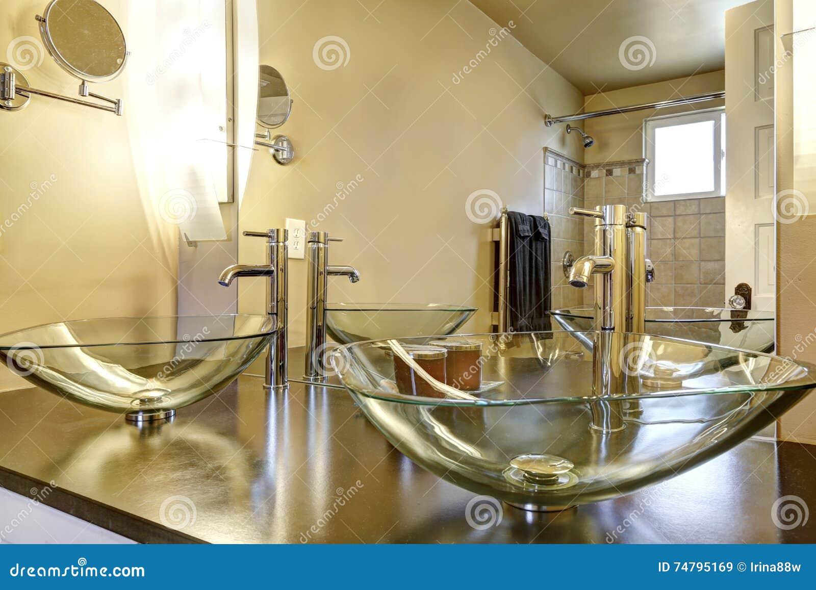 Interno del bagno con due lavandini moderni della nave fotografia stock immagine 74795169 - Due lavandini bagno ...
