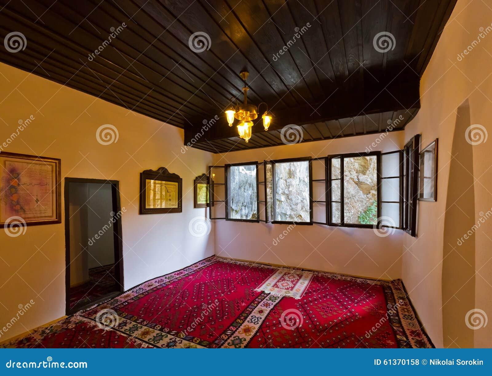 Interno del derviscio bosnia erzegovina di casa di blagaj for Piani di casa di roccia del fiume