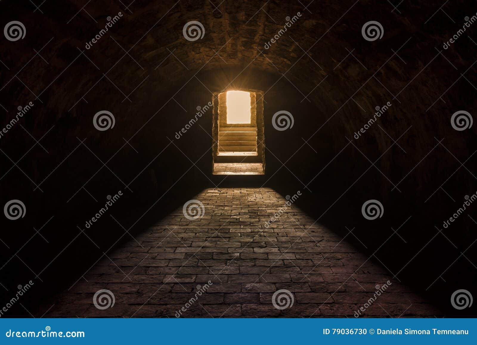 interno del seminterrato con il pavimento di pietra fotografia ... - Pavimento Per Seminterrato