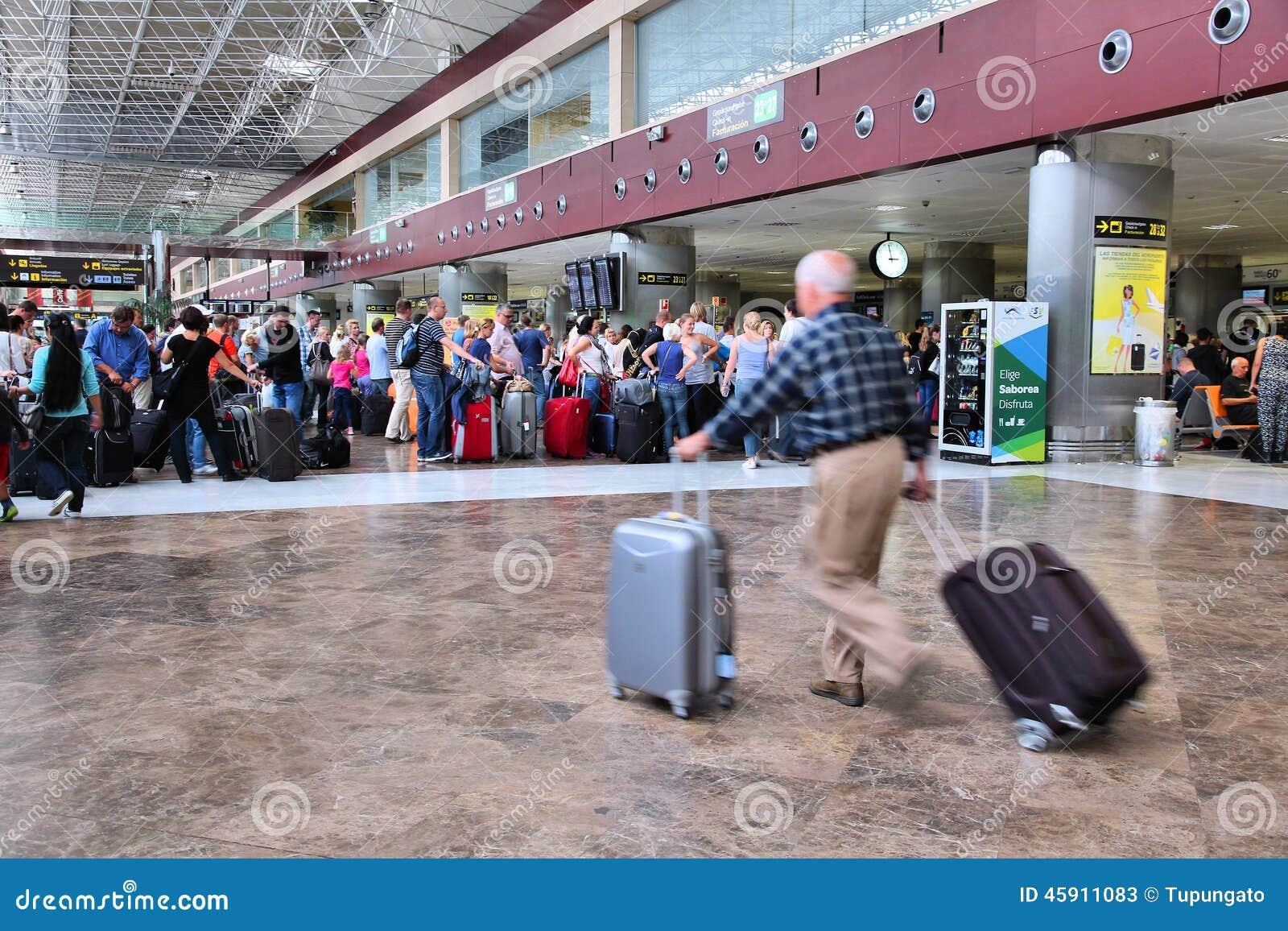 Aeroporto Tenerife Sud : Interno dellaeroporto di tenerife fotografia stock editoriale