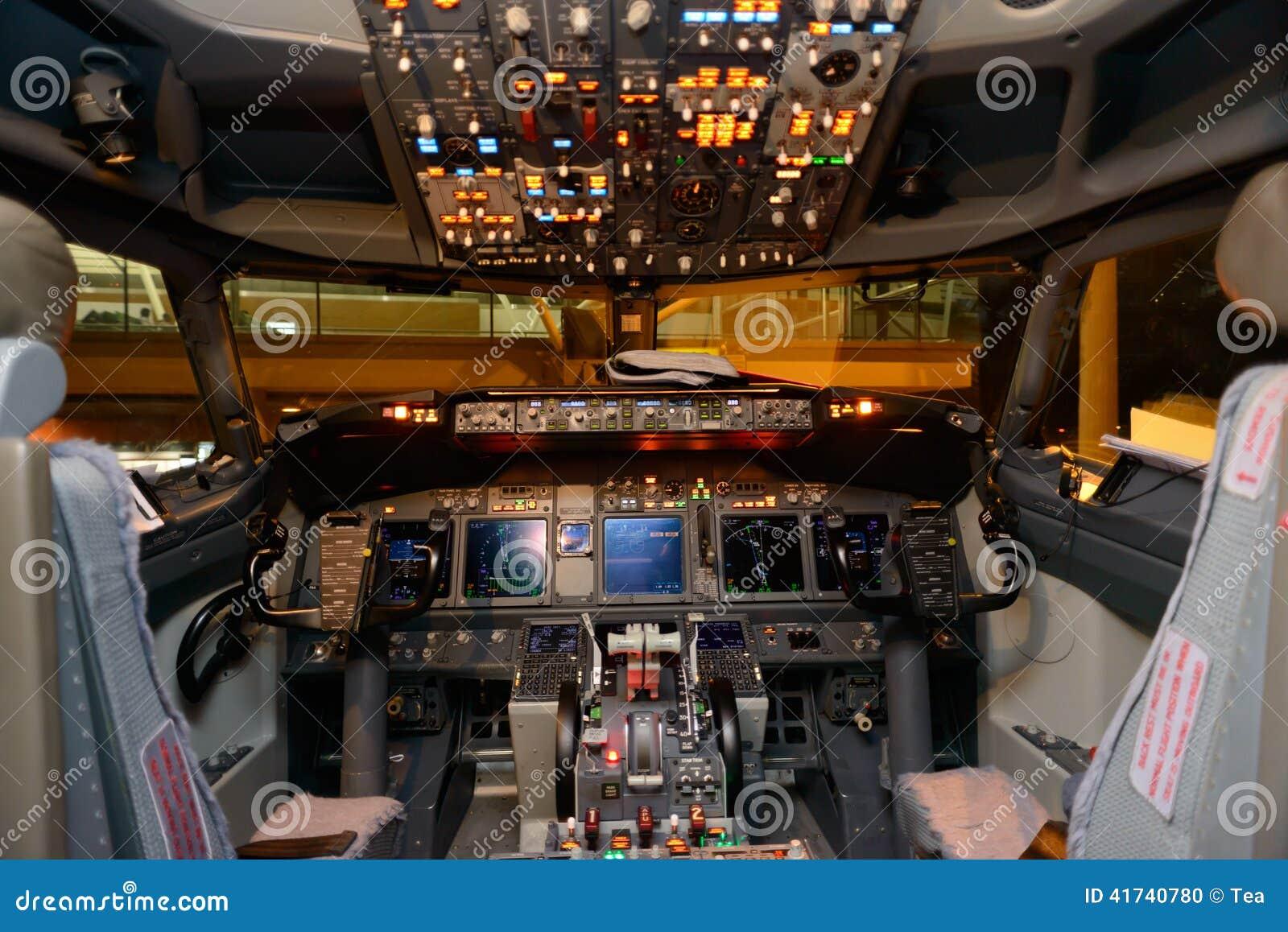 Interno della cabina di pilotaggio di aerei fotografia for Disegni della casa della cabina di ceppo
