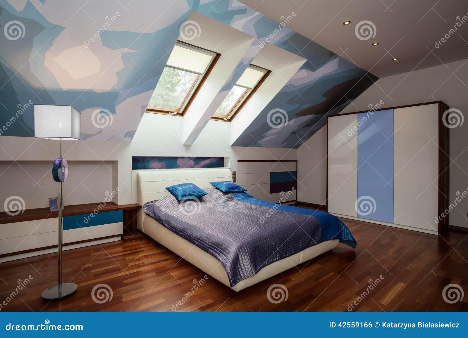 Interno della camera da letto blu e bianca fotografia - Camera da letto bianca ...