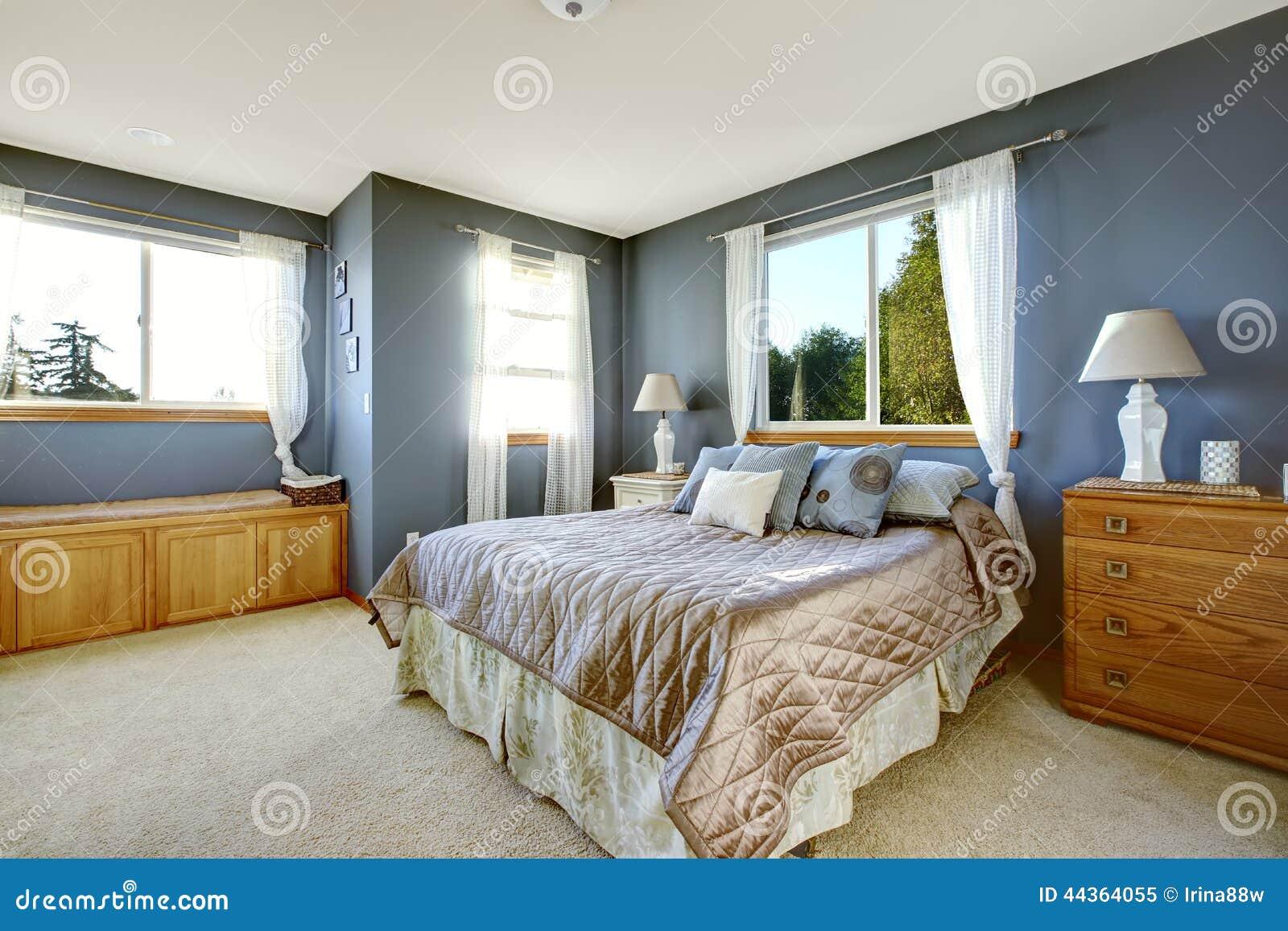 Organizzazione Interna Della Camera : Interno della camera da letto con le pareti della marina ed il