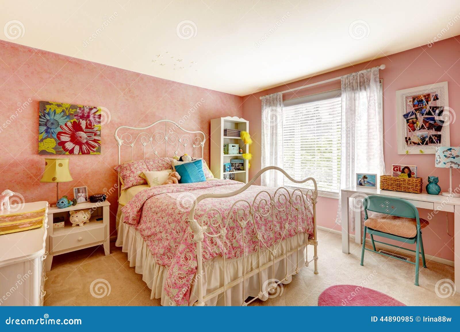 Camera Da Letto Color Rosa : Interno della camera da letto nel colore rosa chiaro immagine