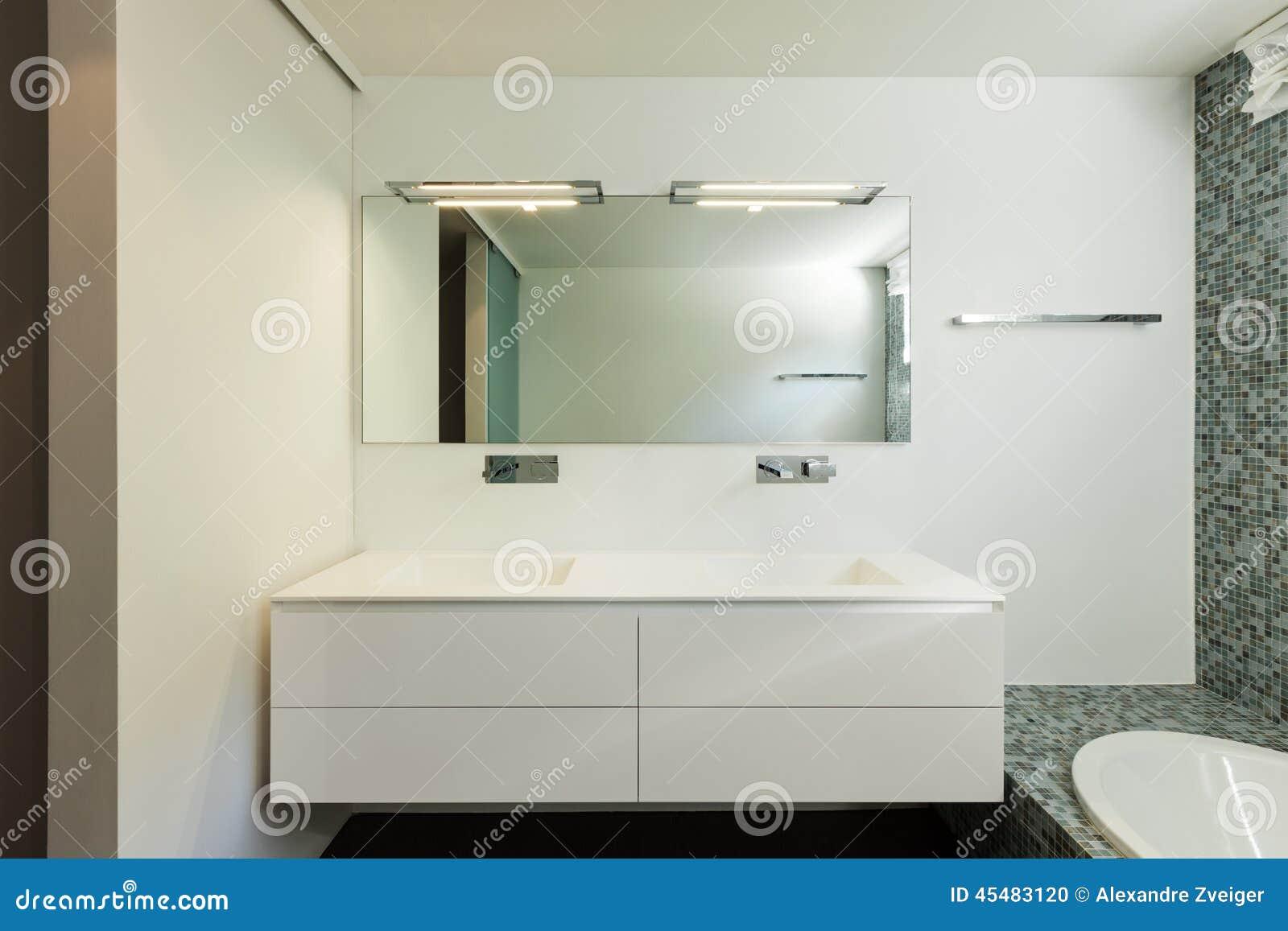 Interno della casa moderna bagno fotografia stock for Planimetrie della casa ultra moderna