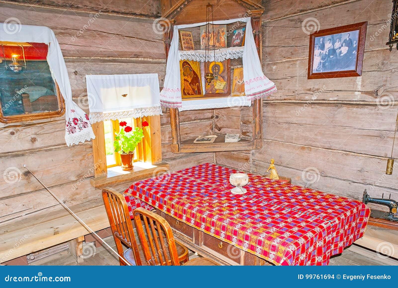 Interno della casa russa del dei contadini in suzdal for Interno della casa