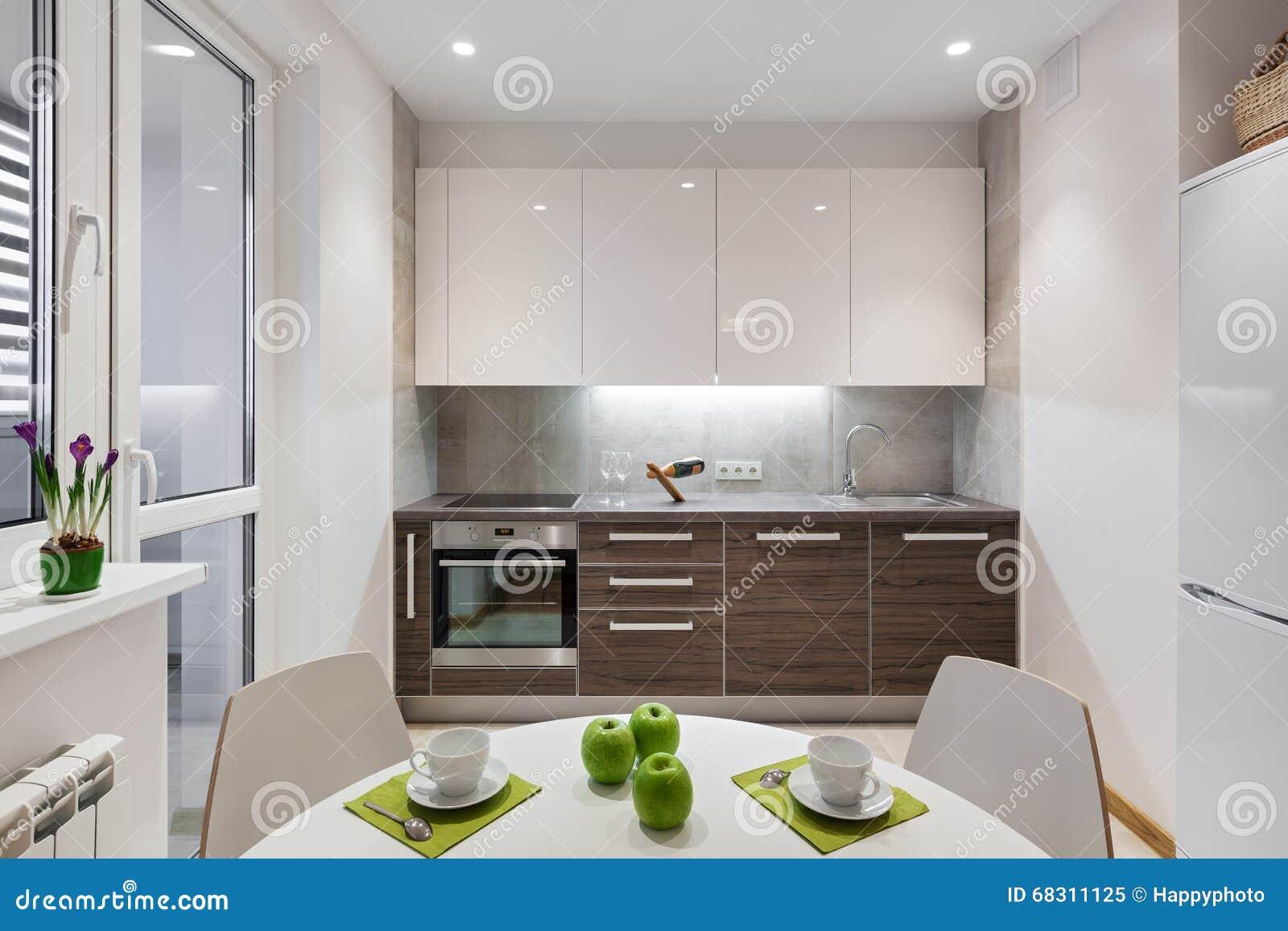 Interno della cucina in appartamento moderno nello stile for Interno moderno