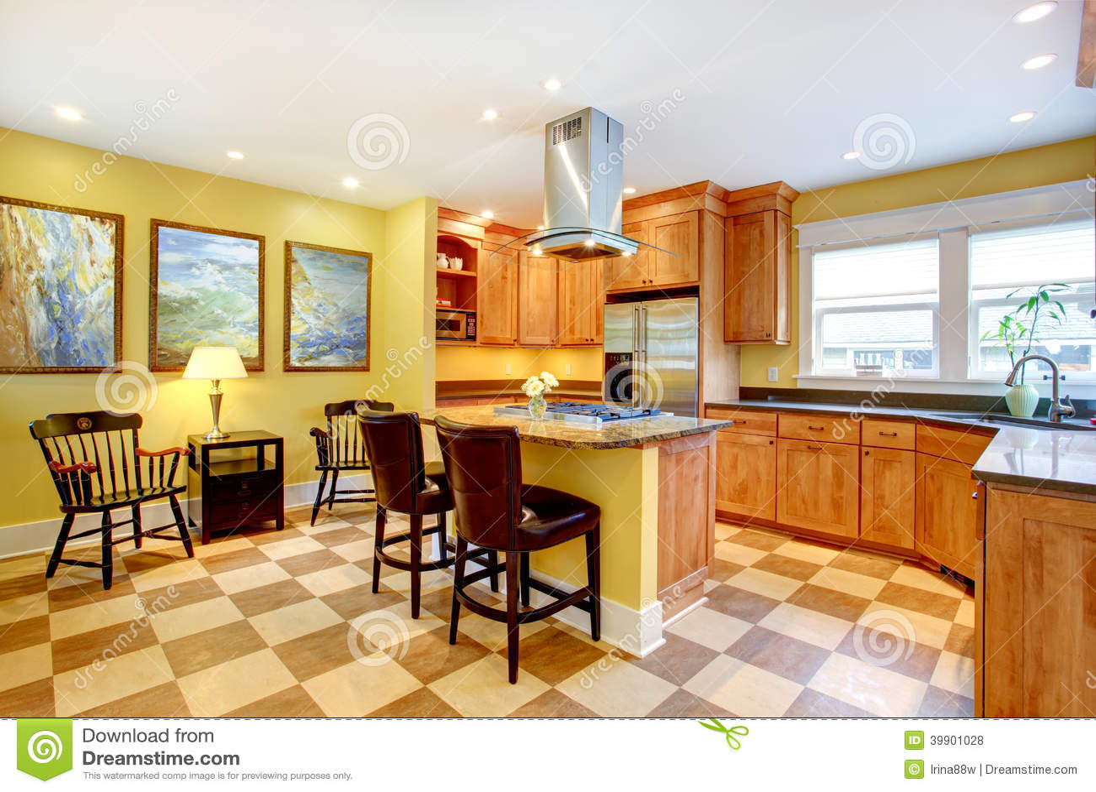 Pareti Gialle E Arancio : Interno della cucina pareti gialle e pavimento