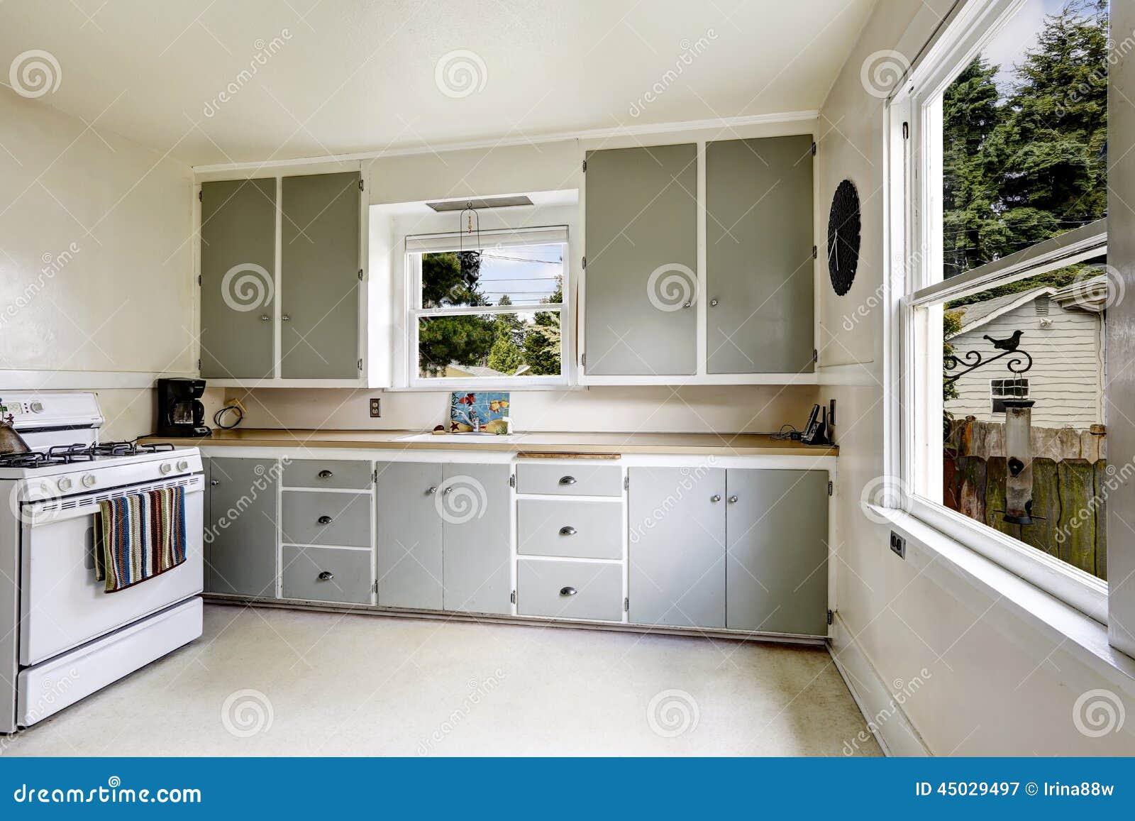 Interno Della Cucina In Vecchia Casa Fotografia Stock Immagine  #82A328 1300 957 Semplice Design Della Cucina