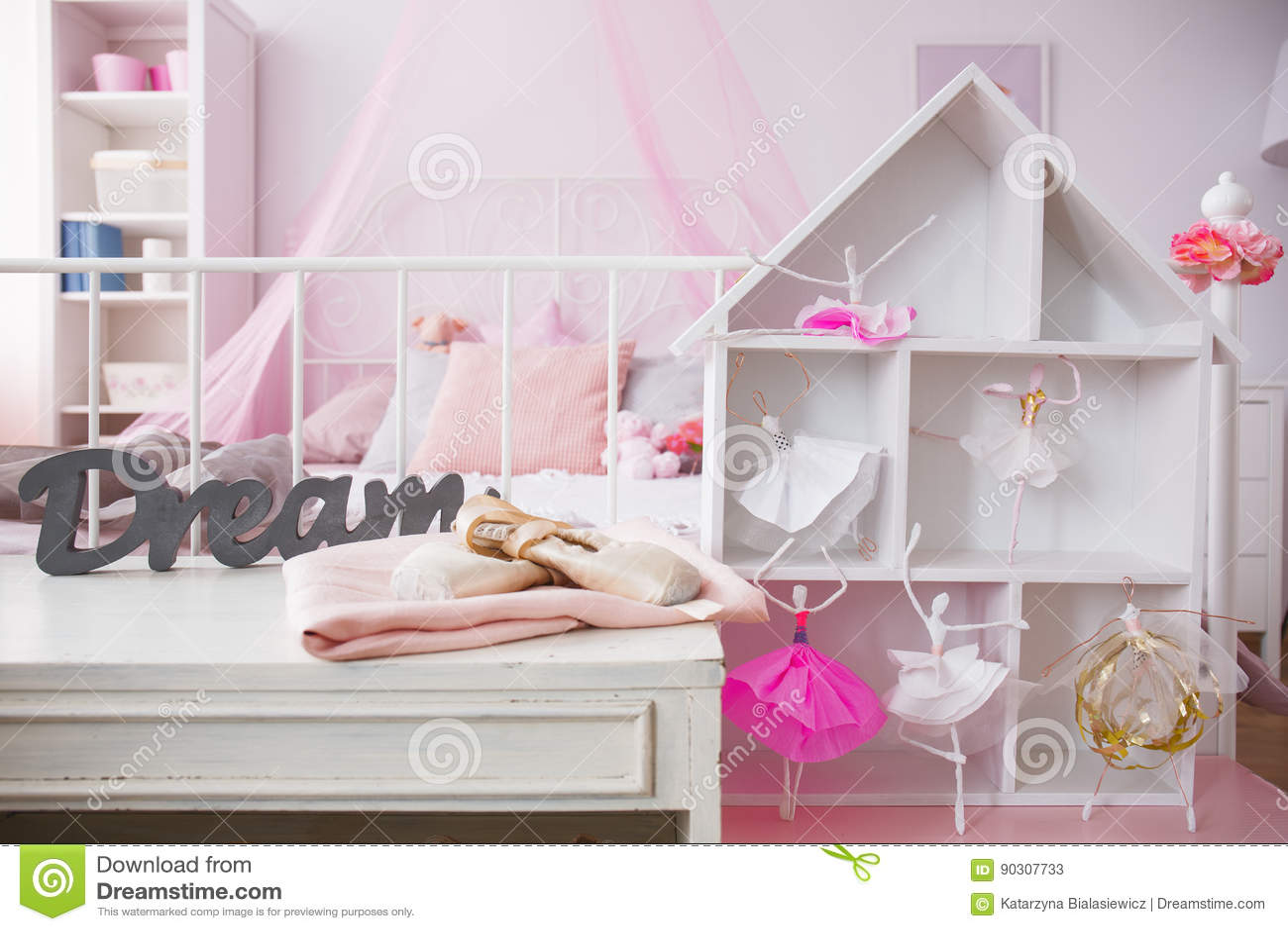 stanza da letto interno casa delle bambole