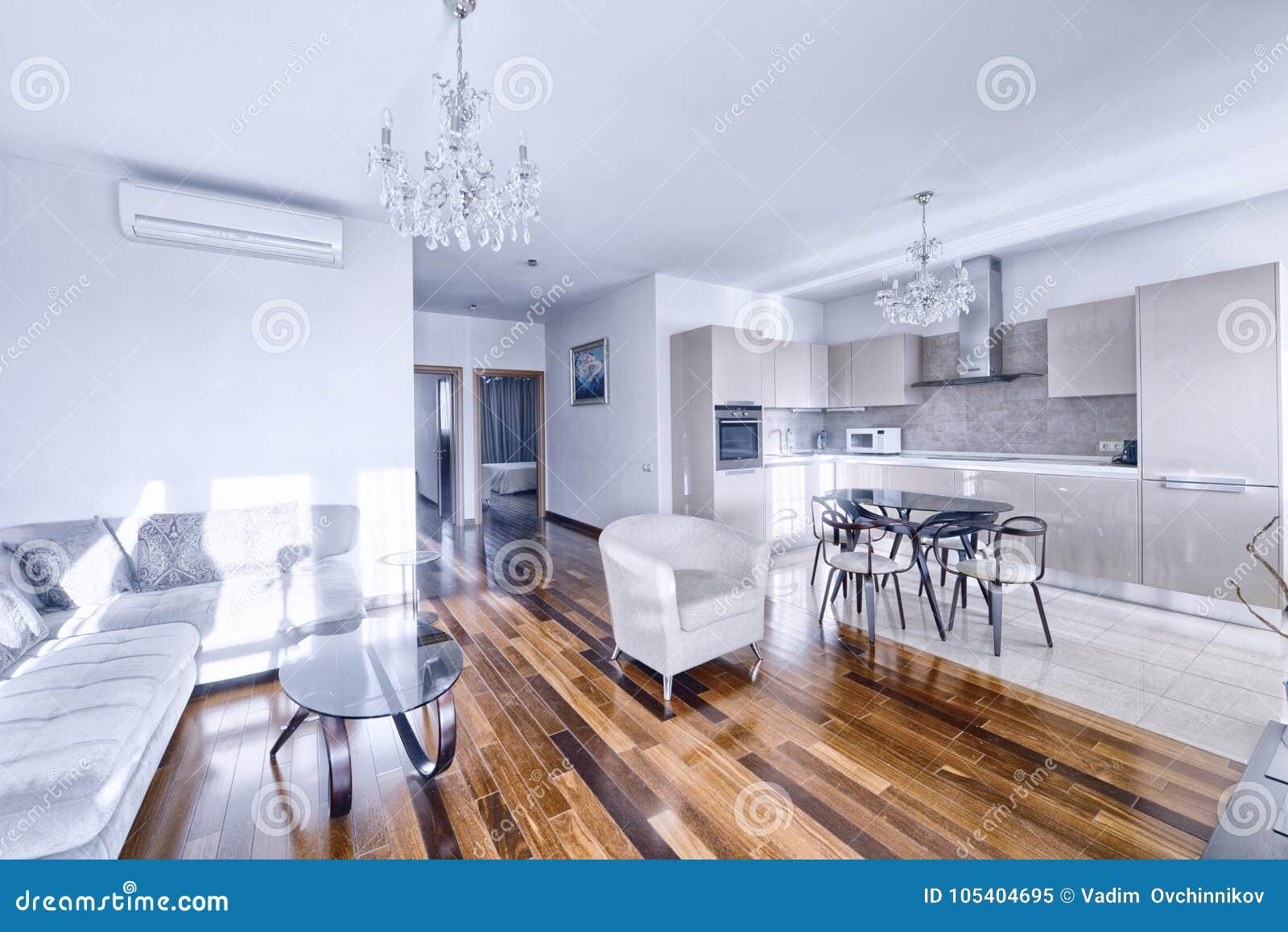 Interno della stanza cucina vivente in una casa moderna for Interno di una casa